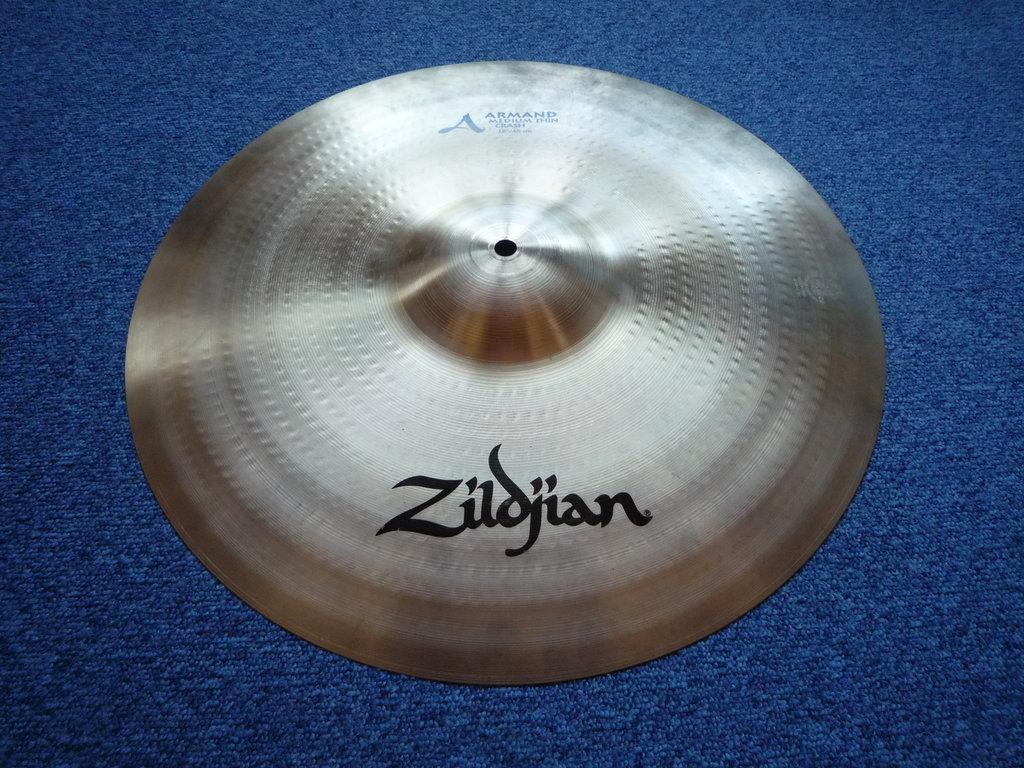 18 Zildjian Armand Medium Thin Crash, 1432 grams - Purple