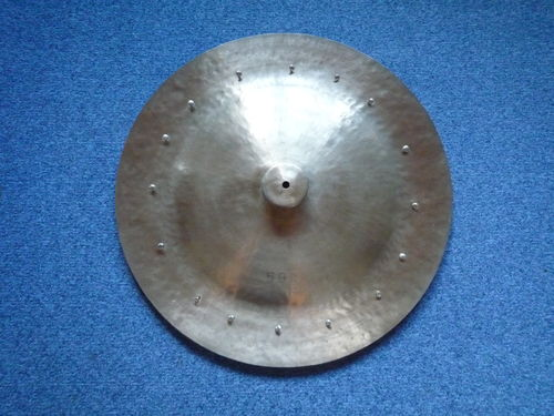 "24"" Wuhan China cymbal 16 rivets, 2429 grams"