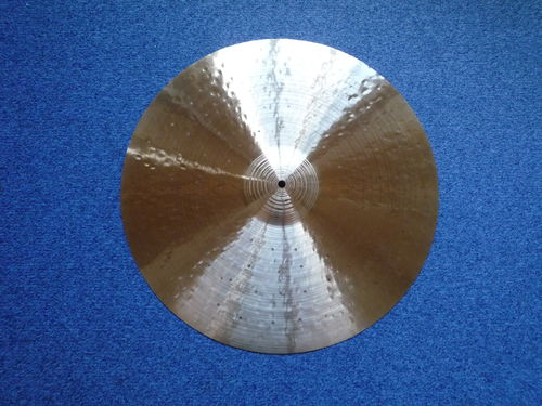 "22"" Paiste Traditional Medium Light Ride, 2792 grams, first production"