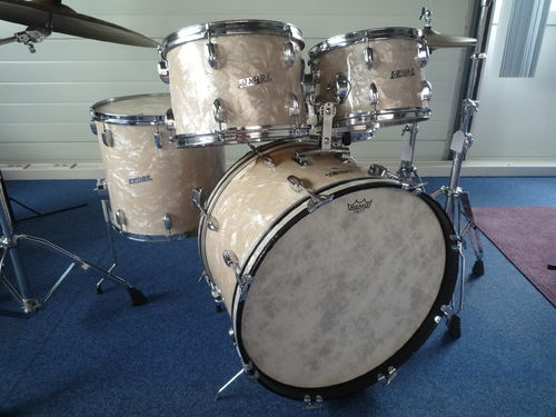 "1960's Pearl drumset 22""-12""-13""-16"" + snare drum 14"" x 5"", WMP"