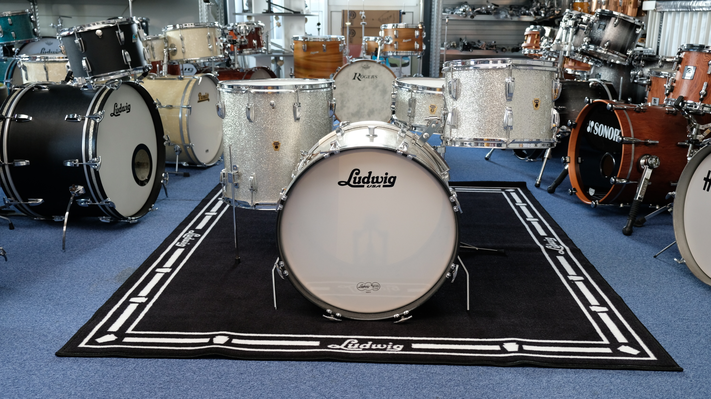 Drum_show_room_kits